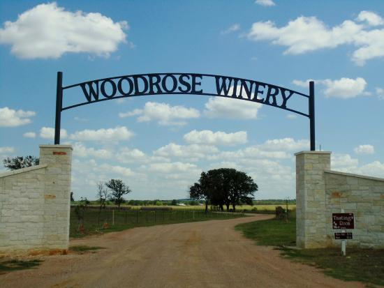 Woodrose Winery : Gate Sign