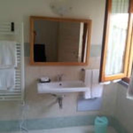 Tellus Hotel Saturnia : Particolare di un bagno