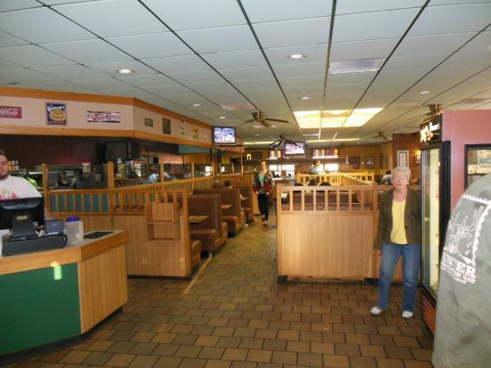 Golden Ranch BBQ & GRILL : Inside