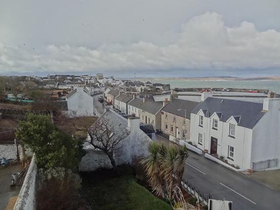 The Bowmore House : A view from the window with a view of Bowmore distillery down the street