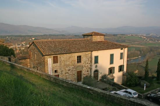 Albergo San Lorenzo: L'albergo domina la vallata