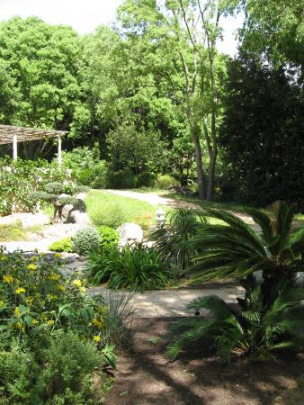 La bastide photo de jardin domaine de baudouvin la for Jardin eden prairie