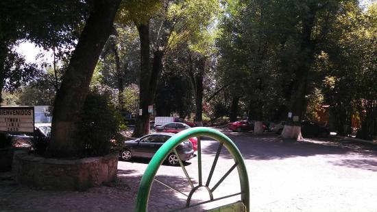 El Marques Hacienda Hotel: estacionamiento