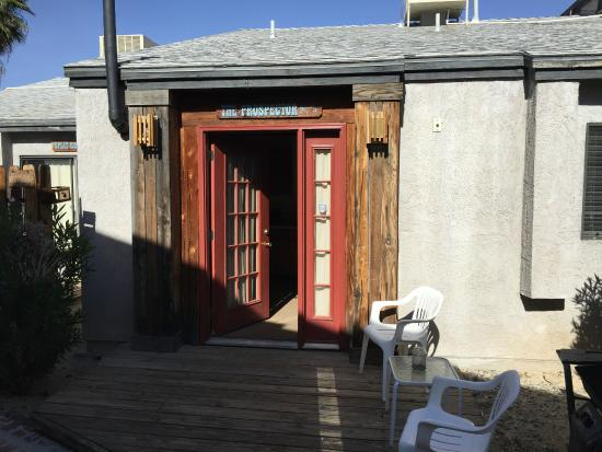 Sunnyvale Garden Suites Hotel - Joshua Tree National Park: patio