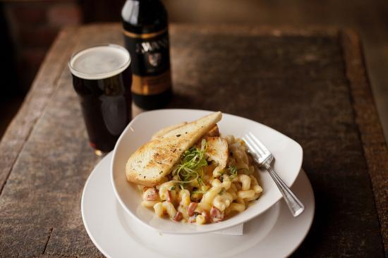 Swans Brewpub: Swans Brown Ale & Chorizo Mac & Cheese