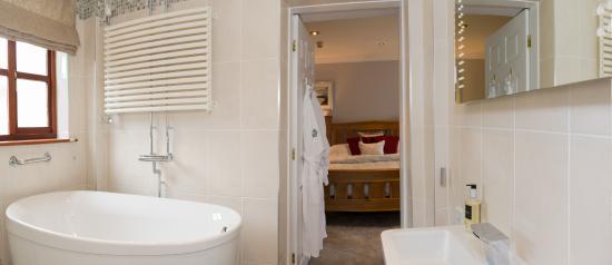 Tyn Rhos Country House: Deluxe Bathroom