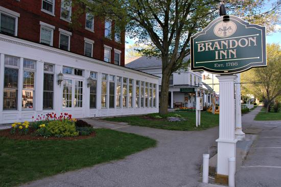 Brandon Inn: Late Spring