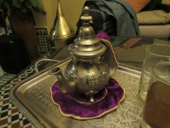 Riad Bab Agnaou & SPA: Mint tea on arrival