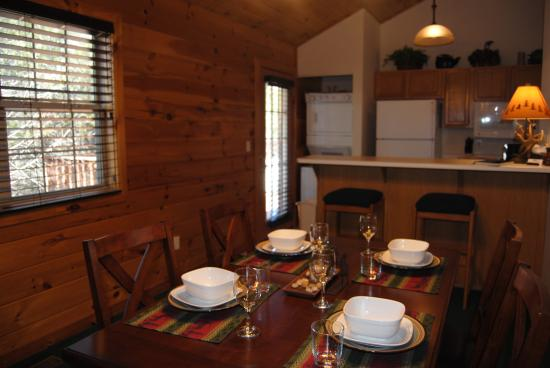 Great Branson Cabins: Elk Ridge Dining Area