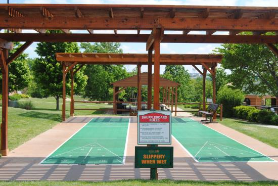 Great Branson Cabins: Shuffle Board at Westgate Properties