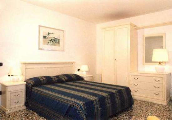 Palazzina Ca' Gioiosa : Camera da letto appartamento Belvedere