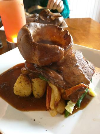 The Red Lion: Proper Beef - Sunday Dinner
