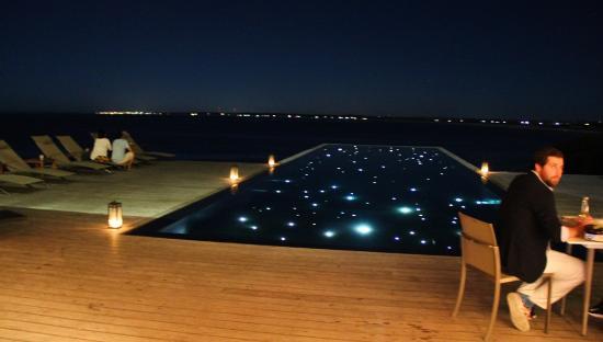 The Wine Experience: como a área da piscina fica à noite