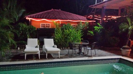 Coconut Lodge: NIght shot across pool to bungalow