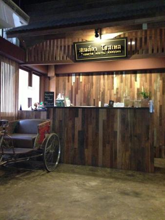 Suneta Hostel Khaosan : Balcão check-in