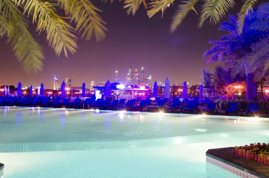 Hauptpool bei Nacht mit Blick auf Skyline - Picture of Rixos The ...