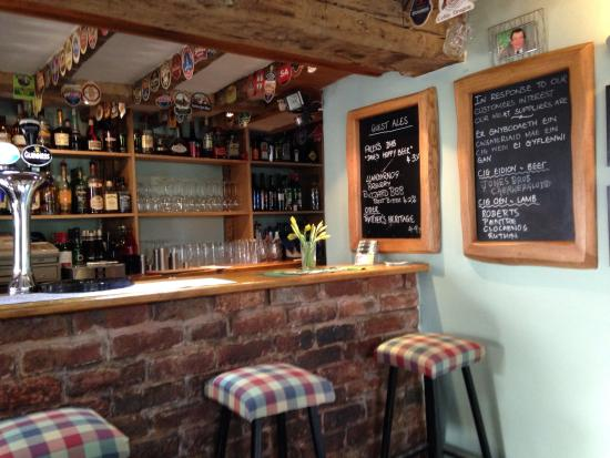 White Horse: Lovely cosy bar