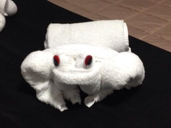 Crescent Motel : Towel origami - Frog