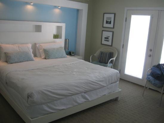 Canalside Inn: king room