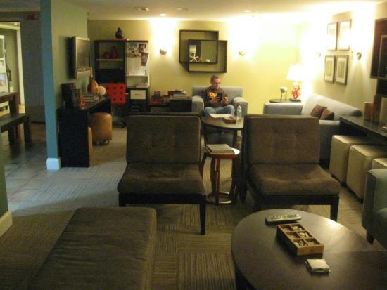 Canalside Inn: lower level lounge
