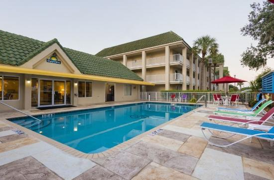 Days Inn Port Charlotte: Beautifully Renovated Pool And Pool Deck