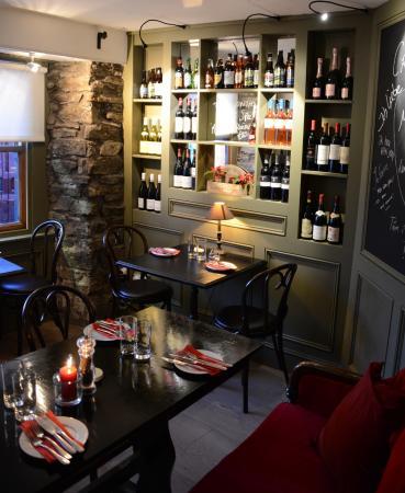 Crackpots Restaurant: front wine bar