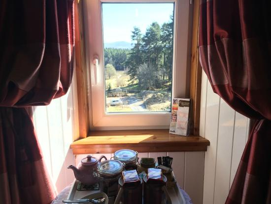 Rossmor Guest House: Beautiful views from the Triple / Family Room
