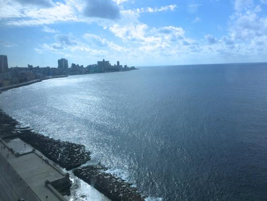 Casa Harry & Lisvet: Vista al Malecón