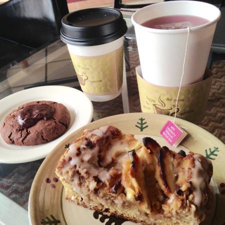 Blue Water Bakery Cafe : Coffee, herb tea, Apple crumble cake, and dark chocolate cookie