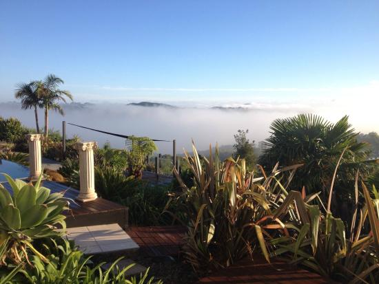 Crisdon Castle : Above the Clouds in Paihia