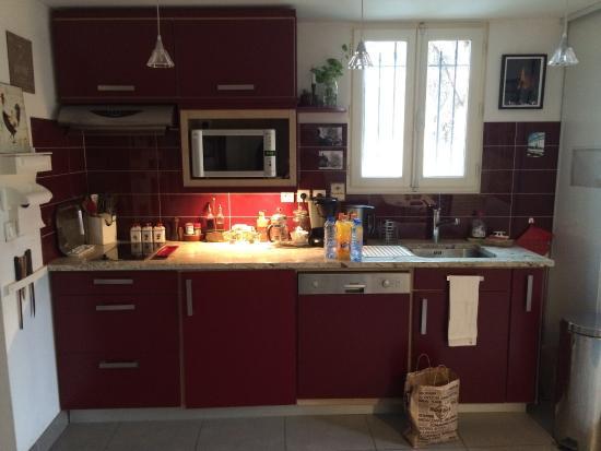 Cuisine avec tout le confort vaisselle produits laver for Cuisine tout equipee avec electromenager
