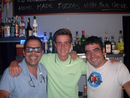 Pizzeria Vent de Mar: The two main men behind this amazing restaurant stood next to me :)