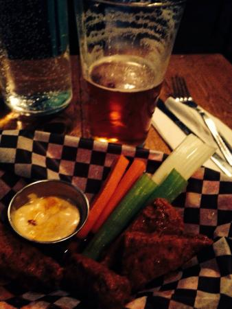 Hogtown Vegan: The wings are awesome!