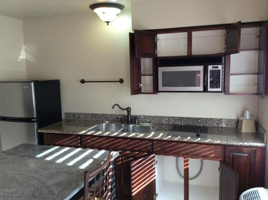 Chalet Motel : Kitchenette and Empty Cupboards