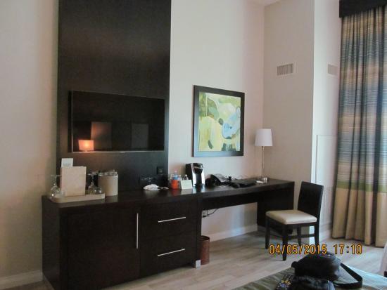 Seminole Casino Hotel : Tv and desk area--free WiFi