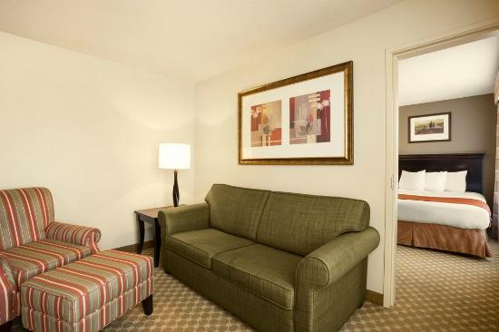 1 Room Suite 2 Queen Beds Sofa Bed Picture Of Country Inn Suites By Radisson Bountiful