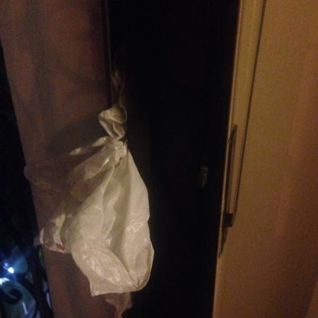 Park Plaza Suites: Plastic bags stuffed in the patio doors to stop the draft