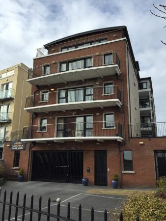 Arus Grattan Apartments