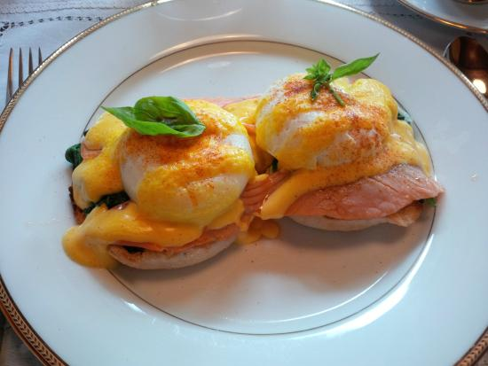 The Marlborough Lodge: Breakfast - Eggs Florentine