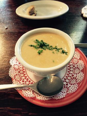 Live Oak Cafe: She-Crab soup