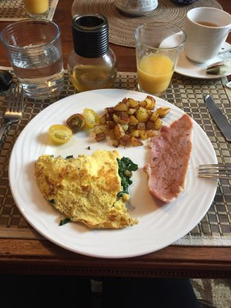 Le Bleu Ridge Bed and Breakfast: Breakfast!!