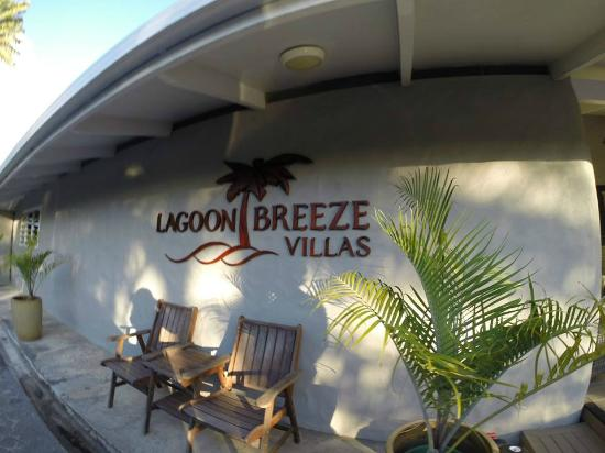 Lagoon Breeze Villas: Reception/breakfast area