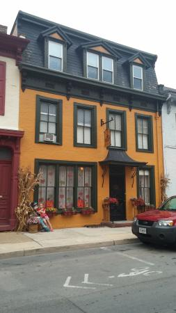 CandleLight Inn Bed & Breakfast: Fall is so beautiful