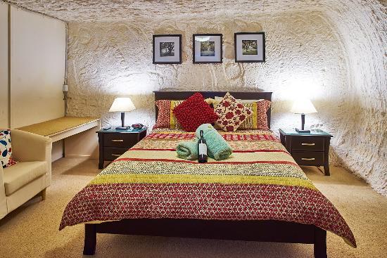 Underground Bed & Breakfast : Bedroom 1