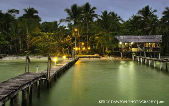 Hotel Tierra Verde: Night-time view from the dock