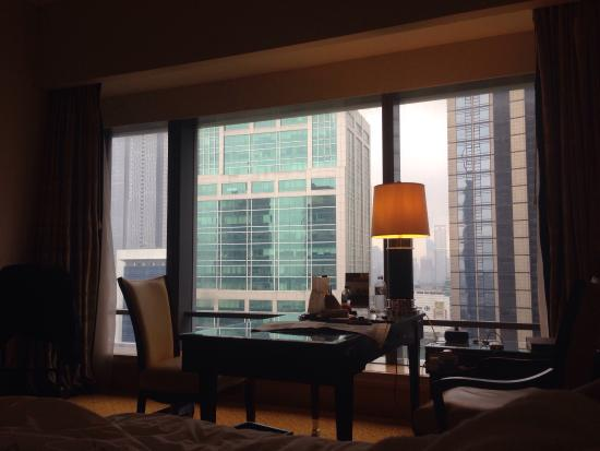 The Ritz-Carlton Jakarta, Mega Kuningan: the working desk