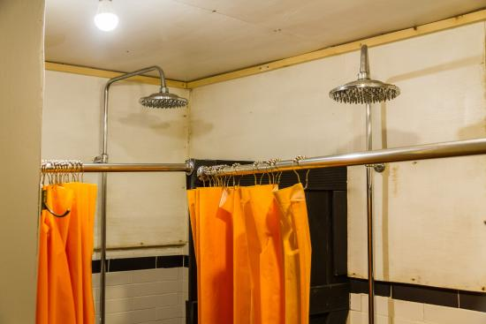 Seoul Base Camp Hostel: Tall rainfall showers