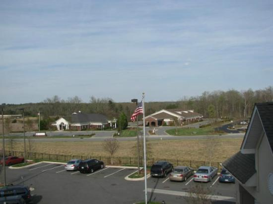 Country Inn & Suites by Radisson, Concord (Kannapolis), NC : Dr's offices=nice and quiet area.  View from 3rd floor on the front entrance side