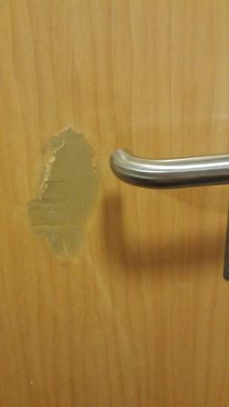 Premier Inn Hastings Hotel: Very disappointing.   Bed so uncomfortable.  Stain on carpet and nasty repair to bathroom door