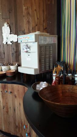 Nando's Chickenland: Pop and I cream machines. Free refill!!